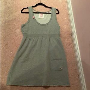 Pink vs dress size large grey